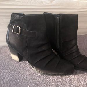 Paul Green leather pleated booties